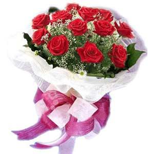 Kars hediye sevgilime hediye çiçek  11 adet kırmızı güllerden buket modeli