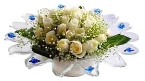 Kars hediye çiçek yolla  11 adet Beyaz güller özel cam tanzim