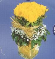 Kars çiçek , çiçekçi , çiçekçilik  Cam vazoda 9 Sari gül