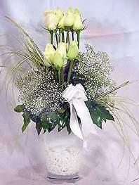 Kars çiçek gönderme sitemiz güvenlidir  9 adet vazoda beyaz gül - sevdiklerinize çiçek seçimi