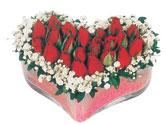 Kars anneler günü çiçek yolla  mika kalpte kirmizi güller 9