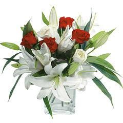 vazo içerisinde 4 gül 1 adet kazablanka  Kars çiçek gönderme sitemiz güvenlidir