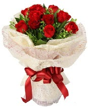 12 adet kırmızı gül buketi  Kars çiçek , çiçekçi , çiçekçilik