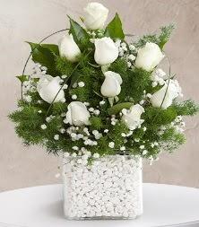 9 beyaz gül vazosu  Kars hediye sevgilime hediye çiçek