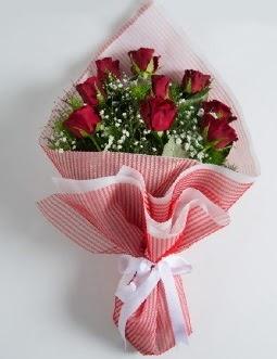 9 adet kırmızı gülden buket  Kars hediye sevgilime hediye çiçek