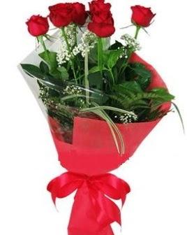5 adet kırmızı gülden buket  Kars internetten çiçek satışı