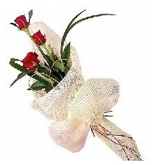 3 adet kırmızı gül buketi  Kars çiçekçiler