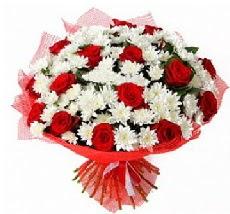 11 adet kırmızı gül ve 1 demet krizantem  Kars çiçek siparişi sitesi