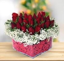 15 kırmızı gülden kalp mika çiçeği  Kars hediye sevgilime hediye çiçek