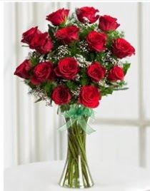Cam vazo içerisinde 11 kırmızı gül vazosu  Kars çiçek , çiçekçi , çiçekçilik
