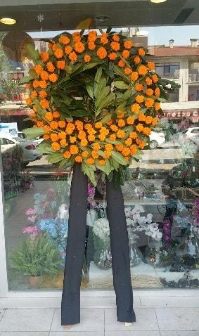 Cenaze çiçeği cenaze çelengi çiçek modeli  Kars 14 şubat sevgililer günü çiçek