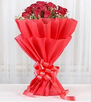 12 adet kırmızı gül buketi  Kars çiçek mağazası , çiçekçi adresleri