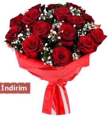 12 Adet kırmızı aşk gülleri  Kars hediye sevgilime hediye çiçek