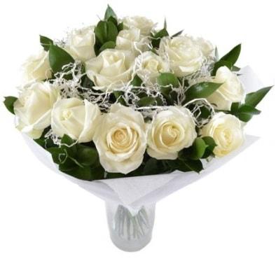 15 beyaz gül buketi sade aşk  Kars hediye sevgilime hediye çiçek