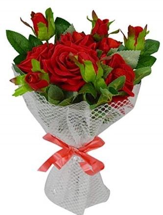 9 adet kırmızı gülden sade şık buket  Kars anneler günü çiçek yolla