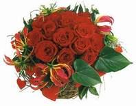 Kars çiçek , çiçekçi , çiçekçilik  12 adet gülden sepet tanzim